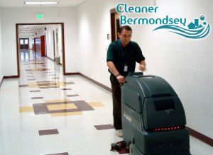 floor-cleaning-with-machine-bermondsey